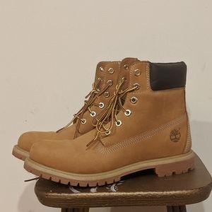 Timberland Women's Boot in Wheat Nubuck